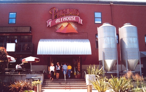 Seattle_Pyramid_Alehouse_Fr