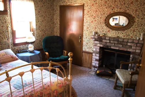 fort-bragg-country-inn-room