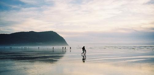 seaside-beach-dusk-mom-chil