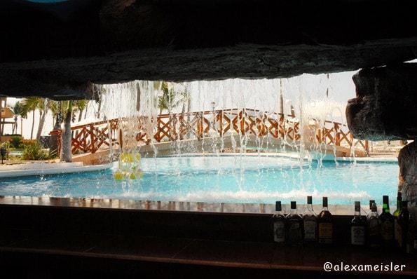 Pueblo Bonito Mazatlan Swim up bar